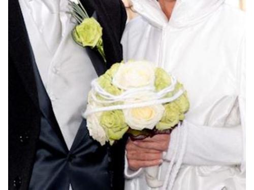 Il bouquet da sposa con decorazioni in lana dangora