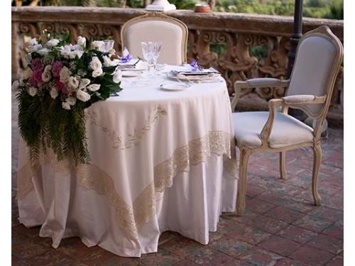 Esempio di apparecchiatura del tavolo degli sposi.