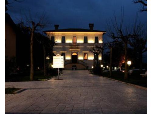 Villa picena di notte