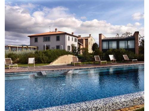 La residenza roccafiore e la sua piscina