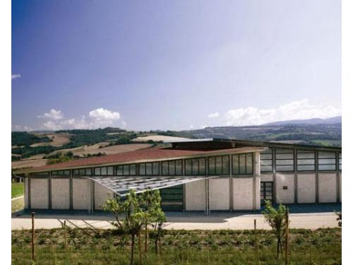 La cantina per la produzione di vino