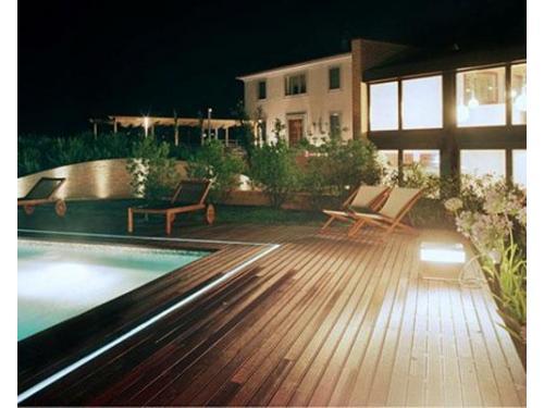 La residenza illuminata di notte