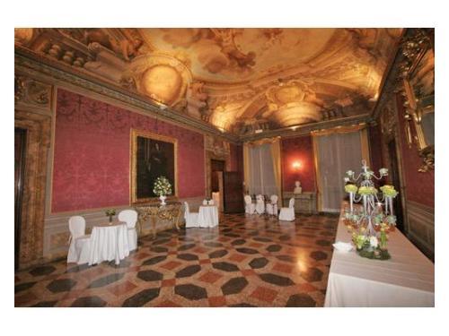 Splendida sala del settecento ideale per banchetti di nozze