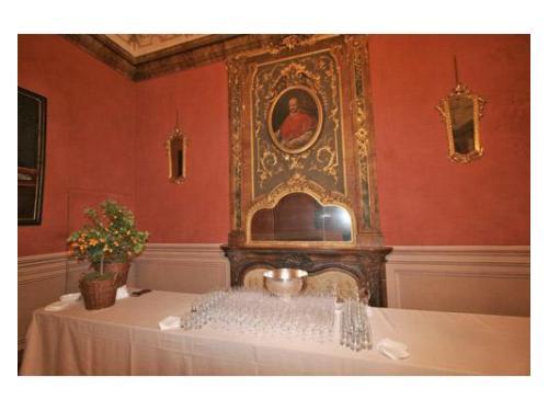 La splendida sala cardinale allestita per l`aperitivo