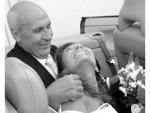 Scatto spontaneo, sposa e nonno