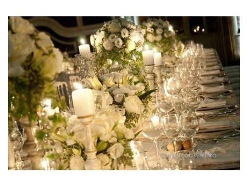 Decorazionefloreale tavolo in bianco