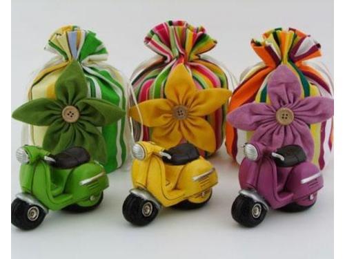 Sacchetti colorati e portachiavi