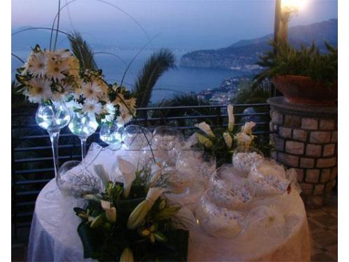 Ampie terrazze con vista sul mare