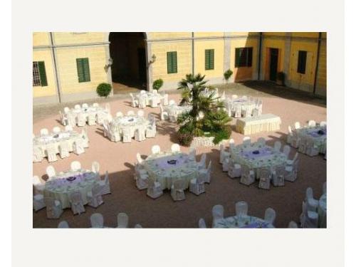 La disposizione dei tavoli nel piazzale
