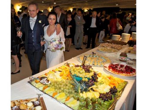 Un buffet dolci e frutta