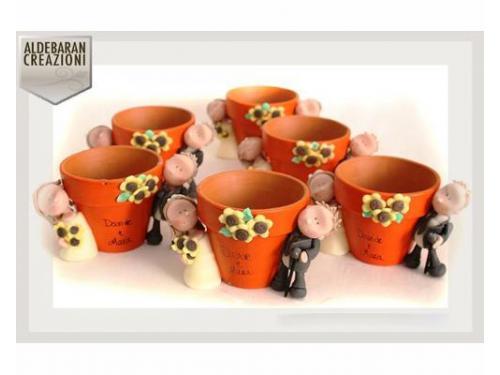 Bomboniere artigianali: vasetti in coccio con sposini personalizzabili