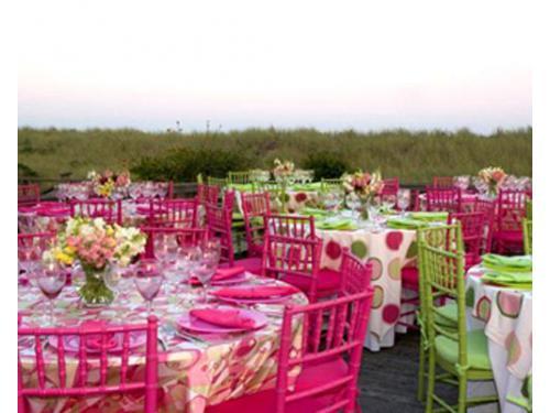 Tavoli e sedie colorati