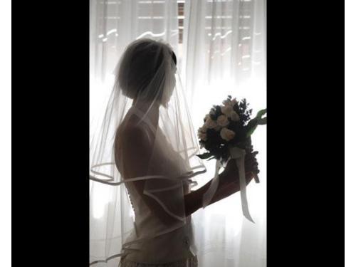 Profilo di sposa in casa