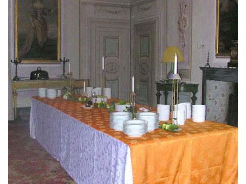 Buffet nella sa da pranzo della villa