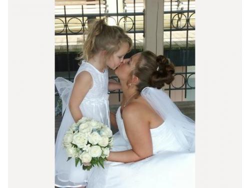 Abiti da sposa, da sposo e per le damigelle