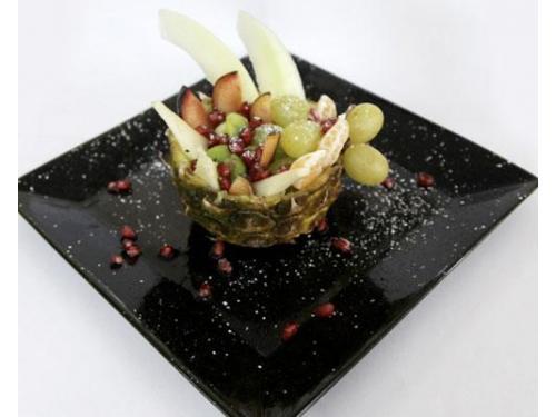 Un dessert di frutta fresca