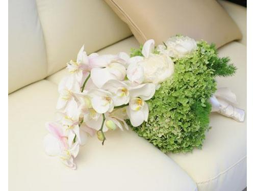 Un bouquet da sposa con orchidee