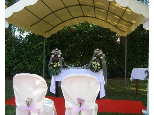 Altare pronto per la cerimonia