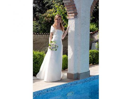 La sposa a bordo piscina