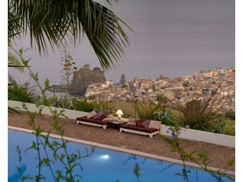 Relax a bordo piscina con belvedere