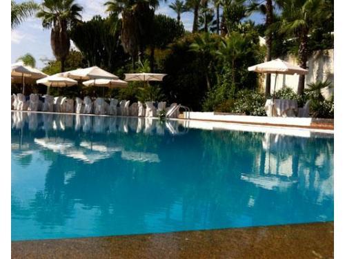 L'allestimento bordo piscina