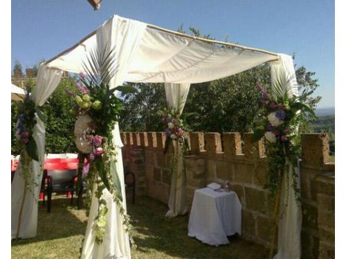 Composizioni floreali per il gazebo