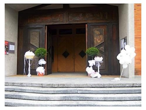 Gli allestimenti sul sagrato della chiesa
