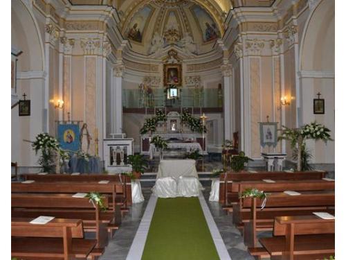 Raffinato addobbo in chiesa