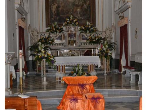 Addobbo in chiesa con girasoli