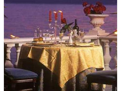 Il tavolo alllestito con la vista panoramica