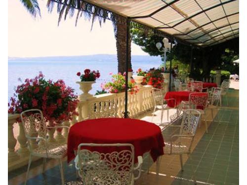 La veranda dell`hotel