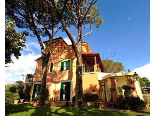 Il complesso di Villa Elvira Vaselli