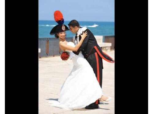 Un romantico casquet dopo un matrimonio in divisa