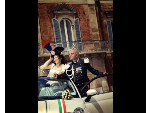 Il tricolore accompagna i novelli sposi