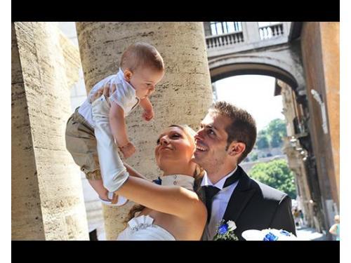 Gli sposi e il piccolo