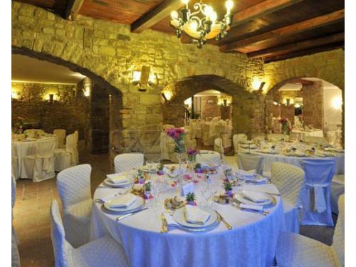 Sala banchetto allestita con cura