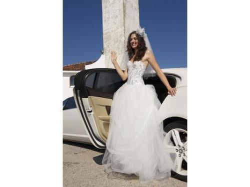 La sposa saluta