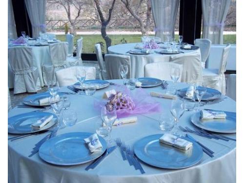 Allestimento tavoli in azzurro