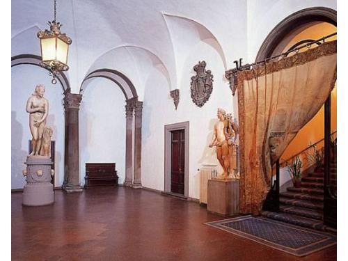 Un atrio di accesso agli interni della dimora storica