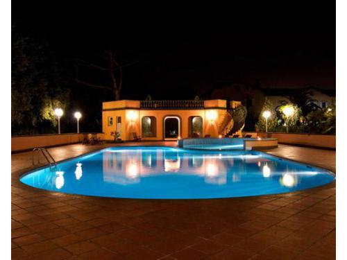 La prestigiosa villa clivo e la piscina esterna