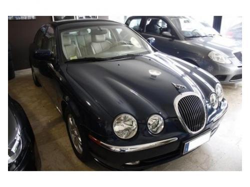 Per il vostro matrimonio scegliete la classe della nostra jaguar.