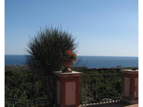 Terrazzo per un ricevimento con vista sul mare