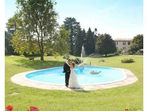 Gli sposi e la fontana