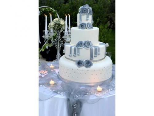 Wedding cake raffinata in bianco e celeste