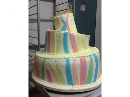 Torta coloratissima e asimmetrica