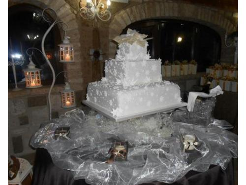 Wedding cake in bianco