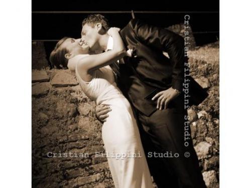 Il bacio fra gli sposi